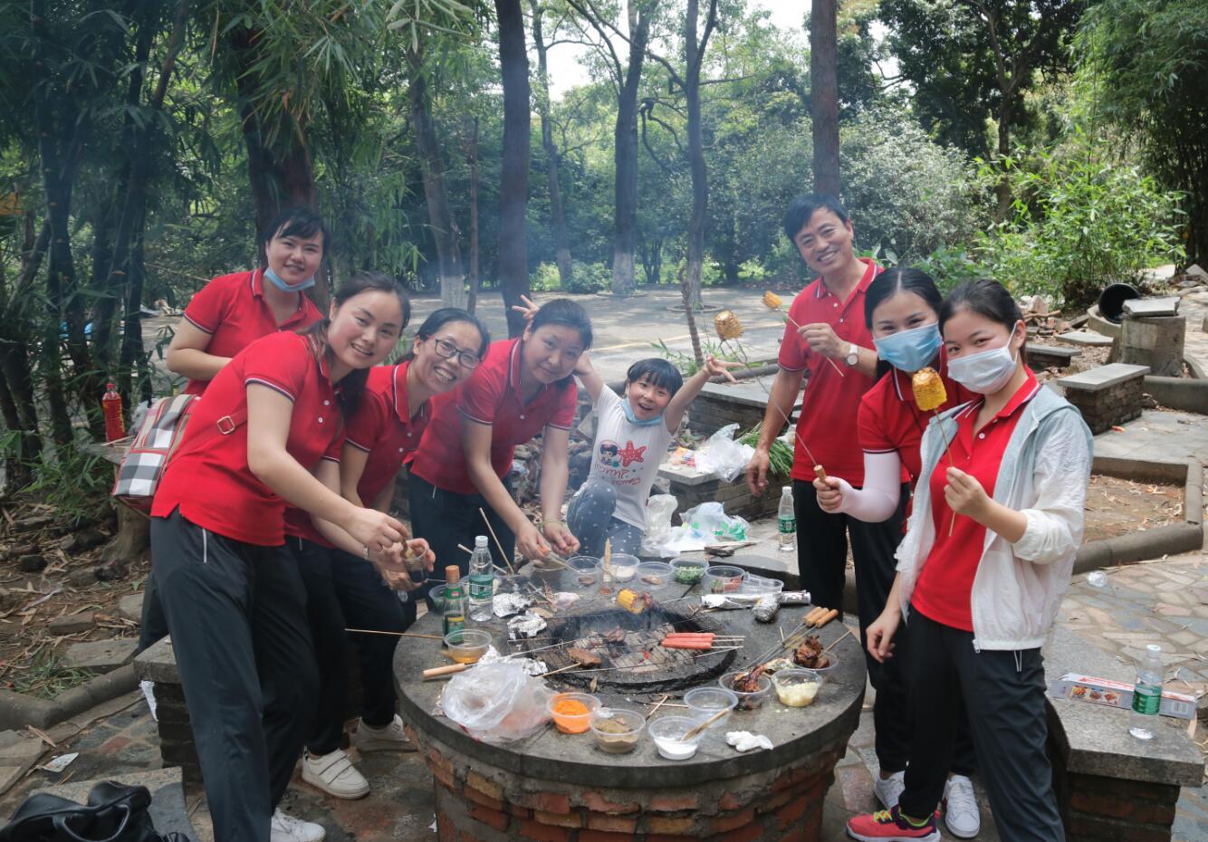 烧烤品美味,团训聚人心——记新康小学教师大夫山之旅